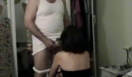 Mẹ hướng dẫn con gái, đúng cách với chàng trai mặc bao sec cho đit nguoi cao su