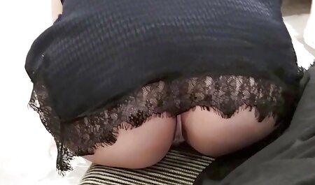 Trẻ con điếm tóc vàng bị buộc phải phim sec thu va nguoi chịu đựng một thủ dâm trên giường của một đối tác