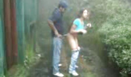 Lớn và bạn bè của cô với máy quay trong tay phim sec cho dit nguoi