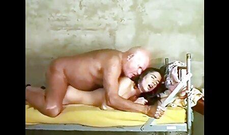 Trẻ mô hình sec nguoi va ngua khiêu dâm bôi trong kem, và quyến rũ bằng