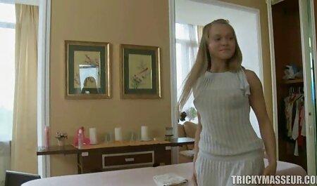 Cô phim sec thu du nguoi gái cho thấy cô, L., và hút thuốc ngoài trời